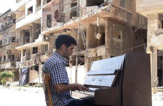 Torna in Italia il pianista siriano di Yarmouk